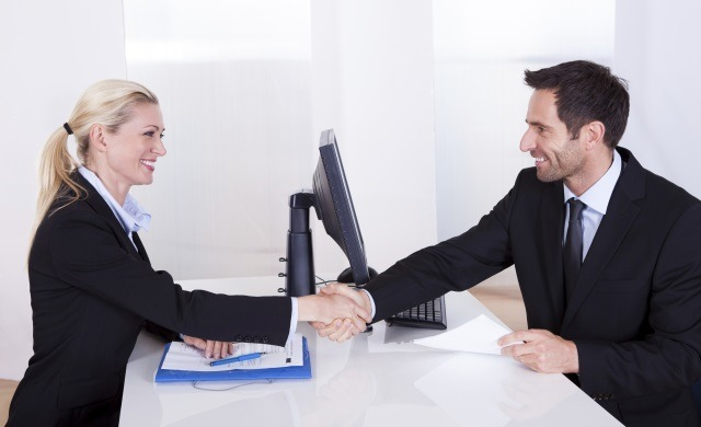 Handshake in interview,interview handshake etiquette, who should offer handshake first, panel interview shake hands, list of questions to ask your interviewer, what does a handshake mean in an interview, why is it necessary to maintain good eye contact while answering questions during a job interview?, benefits of a firm handshake greeting interview panel