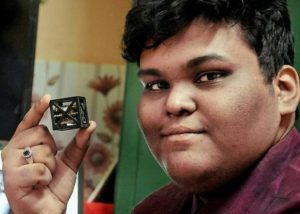 "World's Lightest Satellite Weighing Merely 64 gms Designed By An Indian Teen!! ""Kalamsat"" 
